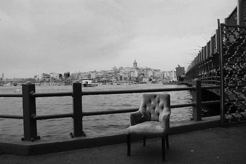 Uzun süre beklemenin sonucu bu fotoğraf çıktı ☺ Galata Tower Kule Bridge Kopru Ferry Seat Armchair Canon Tamron Siyah Beyaz Black White Bnw Istanbul Turkey Nice LINE Lines Lights Contrast