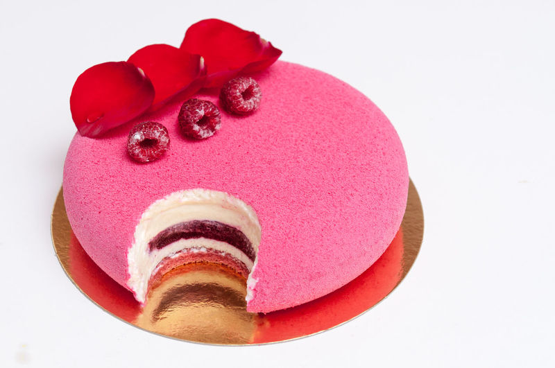 Ispahan cake Dessert Food Food And Drink Frozen Food Ispahan, Mousse, Raspberry, Rose, Water, Joconde, Lychee, Petal, Jelly, Chocolate, Jam Ready-to-eat Sweet Food Temptation Unhealthy Eating White Background