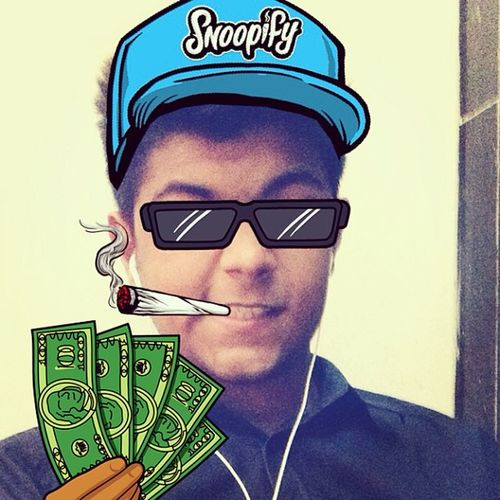 @SnoopifyApp Snoopify  Incredibly Awesome App pimpin shades blunts snapbacks fake stickers xD