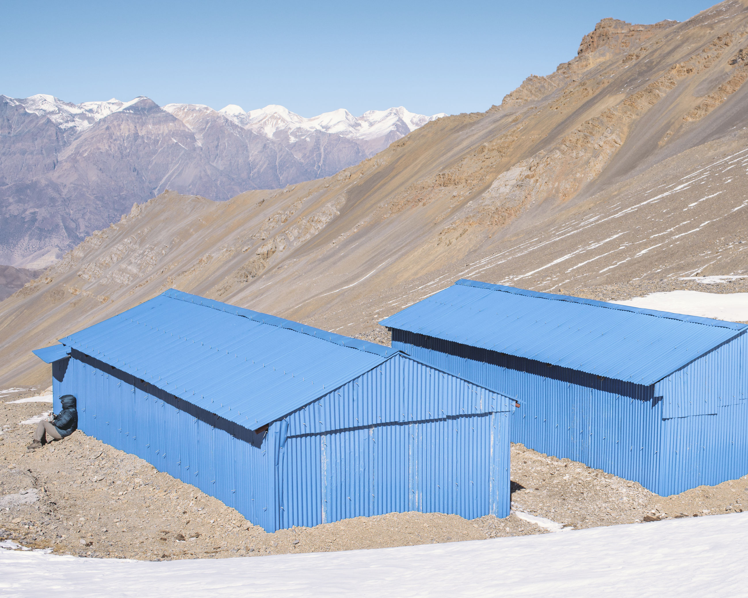mountain, built structure, blue, snow, building exterior, landscape, house, architecture, sunlight, mountain range, tranquil scene, tranquility, clear sky, sand, winter, day, nature, scenics, cold temperature, sky