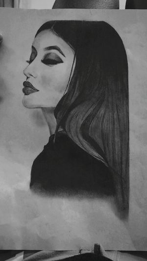 ✅✅ Check This Out Blackandwhite Kyliejenner Jenner Drawing Draw Dibujo Dibujo A Lapiz Girl JennerSisters