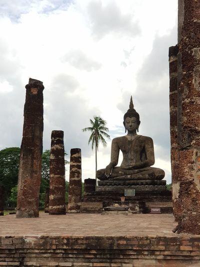 Sculpture of historic building against sky