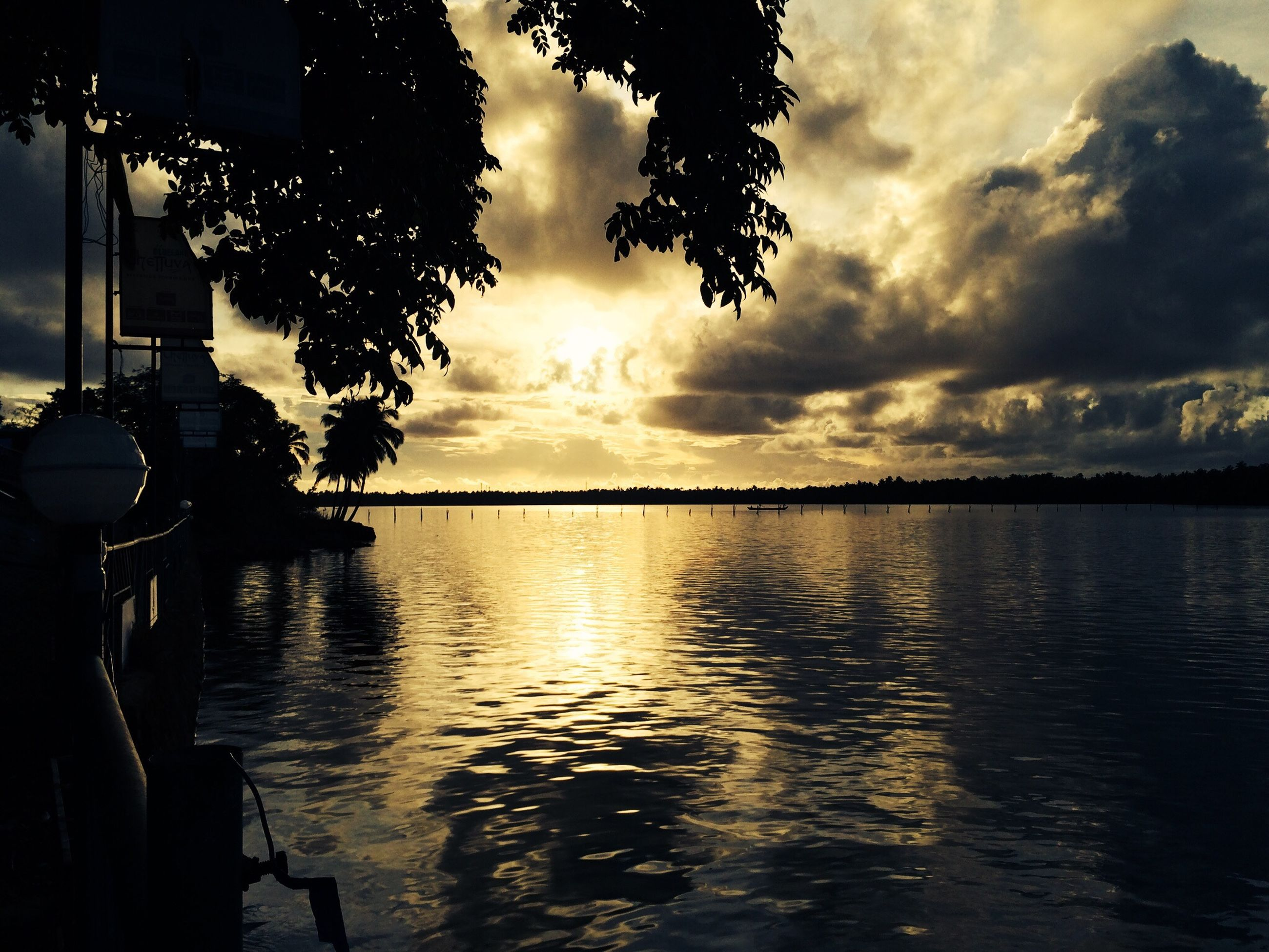 sunset, water, sky, silhouette, cloud - sky, scenics, reflection, tranquil scene, sea, tranquility, waterfront, beauty in nature, idyllic, cloudy, nature, cloud, sun, dramatic sky, lake, rippled