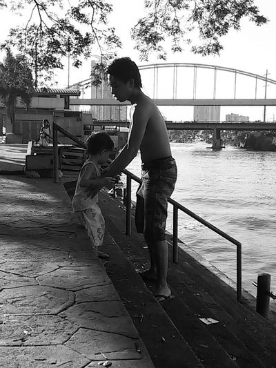 Ang batang Ama at ang Anak na bata. Eyeem Philippines Taking Photos Street Photography Mobilephotography This Is Philippines My Country In A Photo Everyday Philippines EyeEm Manila Streetphoto_bw Everyday Lives The Human Condition Blackandwhite Bw_collection Capture The Moment Streetphotography Everybodystreet Mobilephotographyph Mobilephotographyphilippines The Street Photographer - 2016 EyeEm Awards Enjoy The New Normal Embrace Urban Life