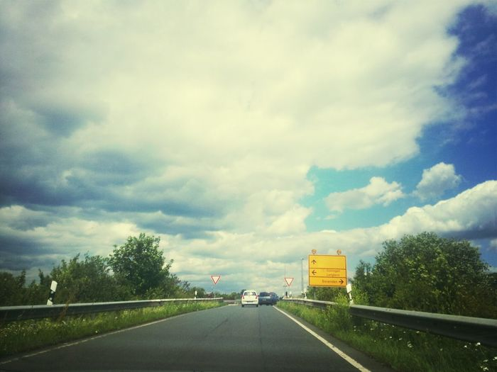 Hello World On Tour→☆ Lila Wolken. On The Road