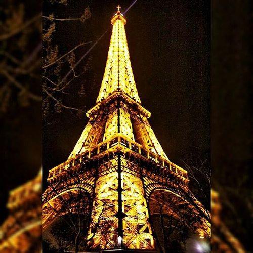 Bonsoir Toureiffel Effeltower Night Wonderful Beautiful Wonderful_places Paris Farnce Photo Photography Passion Love