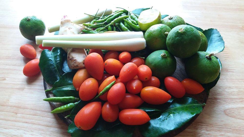 Thai Chili Chili  Chili Pepper Chilis Thai Chili มะเขือเทศ พริกขี้หนู พริก ใบมะกรูด เครื่องต้มยำ Lemon Green Lemon Green Lemons Tomato Tomatoes🍅🍅 Tomatoes Tomato Plant EyeEm Selects Fruit Variation Vegetable Choice Food And Drink