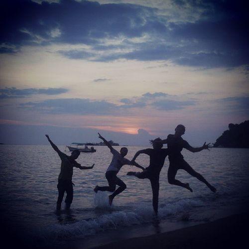 ke pangkor la kite.. which one is me... hehe.. terbaikkk la 👍👍👍.. fun with my klkm mate.. totally awesome.. Pangkor Senjakala Klkm Awesome