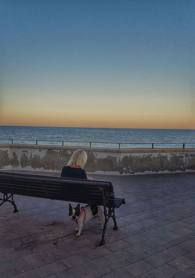 ...yo vigilo... Dog LoveSunset_collection Sun_collection Sunset Sky And Sea Woman Dog Streetphotography Coulour Of Life Relaxing Enjoying The View From My Point Of View Capture The Moment Samsung Galaxy S6 Edge