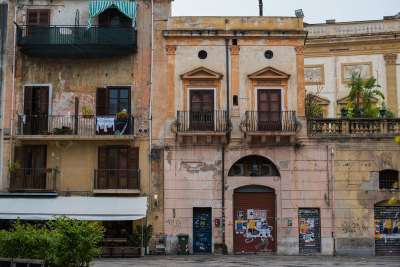 Architecture Balcony Building Exterior Built Structure City Decay Grafitti Italy New To EyeEm No People Outdoors Patina Piazza Navona Pink Color Sicily Sqaure Street View Urbanlife Window Windows