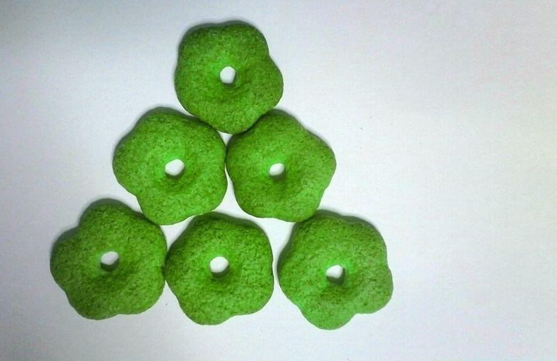 Biscuit Biscuits Triangle Six Japanese Food Japan Japon Japón Japón💙 Filtered Image Food Foods White Background Green Color Seis Galleta Galletas
