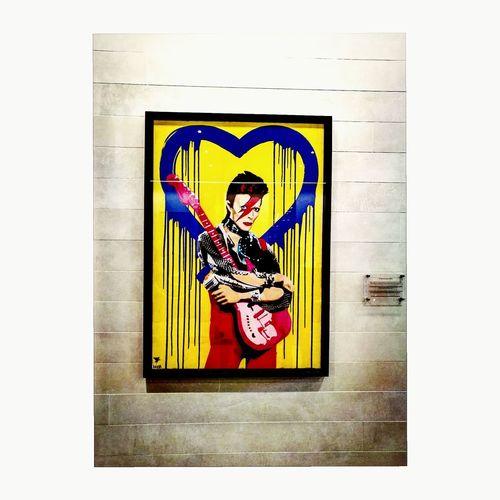 Bowie is art Latergram Davidbowie Bowie Stgileshotel LondonStyle London Londonlife Londongram Londonphoto Londoniscalling Londonpics Londonphotography Prettylittlelondon Londonexperience London_city_photo Artisart Artislove Art Artgram Paint Discovering Modernart Huaweiphotography Huawei9plus Lifestyle Sundaypost King - Royal Person Royalty Close-up