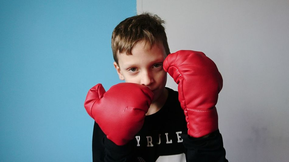 Fight Fighting Childhood These Days I'm Not Afraid What Are You Waiting For? Strength Strong Strong Boy Defense Boxing Boxing Gloves Blue Colors Boxing - Sport Boxing Glove One Person Red People Child Sport Punching Confidence  Looking At Camera Standing Portrait Conflict Childhood