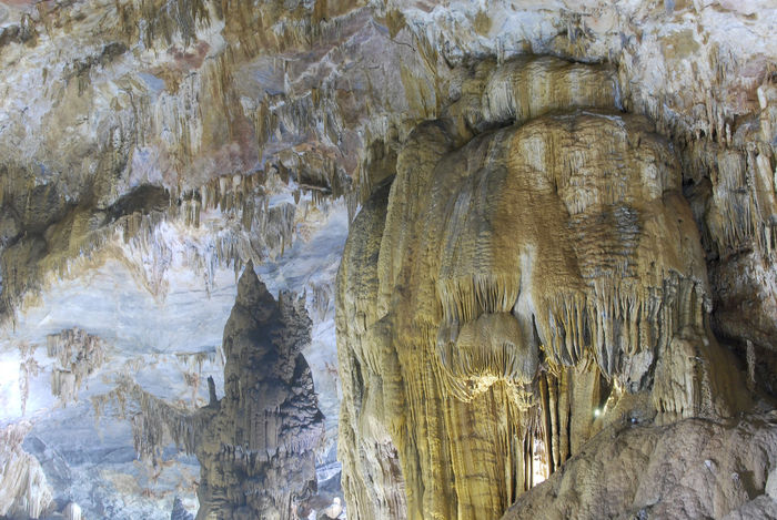 Paradise Caves, Vietnam Beauty In Nature Cave Geology Paradise Cave Phong Nha Phong Nha Cave Phongnha Physical Geography Rock - Object Rock Formation Stalagmites
