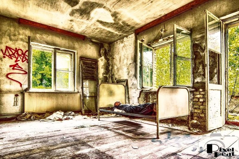 Old Indoors  Window Damaged Abandoned Bad Condition Architecture Built Structure House Weathered Domestic Room Canon600D EyeEmBestPics Pixelpeat Abandoned_junkies Abandoned Places Lostplace Hdrphotography Indoors  Bett Sanatorium
