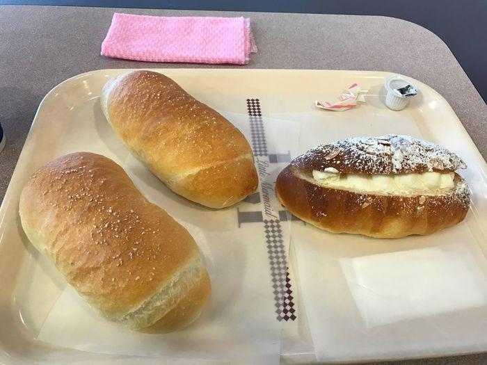 塩パンと北海道ミルクロール