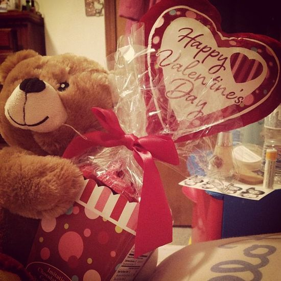 Early Valentines Day present <3 tank you padre! Omnom CHOCOLATE Valentinesday Valentines Day Stuffedanimal teddybear chocolate food adorable love candy fuzzy presents animal cute woohoo