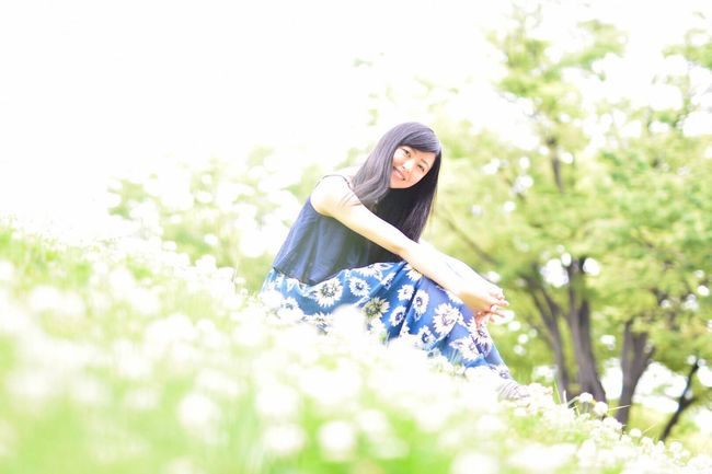 Flower Beauty Smiling Young Women Long Hair Young Adult Beauty In Nature Beautiful People Nature Happiness Outdoors Adult Women Photography ポートレート Nikon 被写体募集 Japan Portrait Portrait Of A Friend The Portraitist - 2017 EyeEm Awards