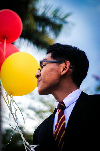 EyeEm Selects Balloon Sunglasses One Person One Man Only Only Men Adult Businessman Headshot People Adults Only Helium Balloon Multi Colored Men Well-dressed Day Suit Eyeglasses  Portrait Flying Outdoors Fashion EyeEmNewHere Human Face EyeEmSelect The Week On EyeEm EyeEm Ready
