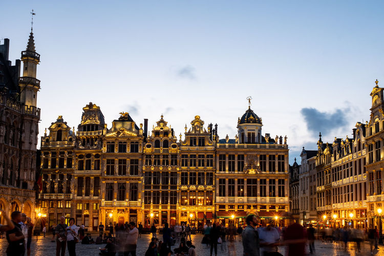 The Grand Place in Brussel at dusk. Architecture Brussels Grand Place Grand Place Brussels The Grand Place Tourist Attraction  Architecture Building Building Exterior Built Structure City Crowd Government Group Of People History Illuminated Large Group Of People Nature Outdoors Real People Sky The Past Tourism Travel Travel Destinations