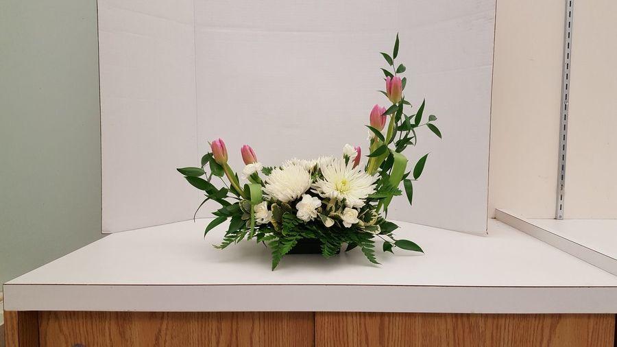 Flower Arrangement Freshness Sophisticated Elegant Flowers Spider Mums Tulips Home Interior Flower Wedding Floral Design