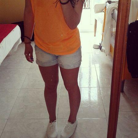 Sanxenxo Portonovo Montalvo Moreno imissu orange shorts sneakers white beach