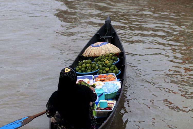 Floating Market River Water Nature Real People Food Travel Day Outdoors Transportation Food And Drink Floating Market Adult Healthy Eating High Angle View One Person Nautical Vessel Mode Of Transportation Gondola - Traditional Boat