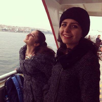 Martılarla ilişki kuran ben :) Dostg ülüşü Vapur Istanbul