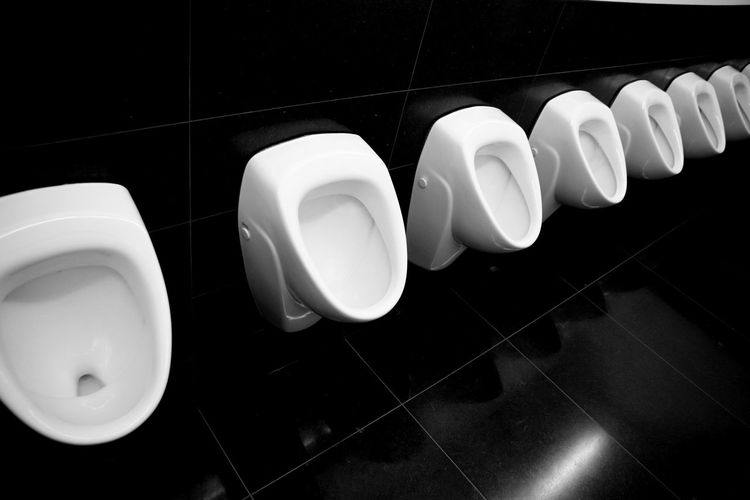 Repetition Repeat Repetitive Toilette Art Toilette Black And White Black And White Photography Black And White Collection  Urinal Urinals Urinoir Urinoirs Fresh On Eyeem  Restroom Restroom Series Restroom Picture Urine City Men's Toilets Restrooms Smelly Stinky Urine Town Urine Collection TakeoverContrast Black And White Series Black And White Friday