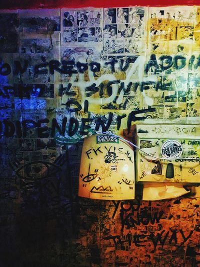 Urban Alone Alcohol Drinking Pub Disegni Scritte Sui Muri Full Frame Communication Text Graffiti Close-up Handprint