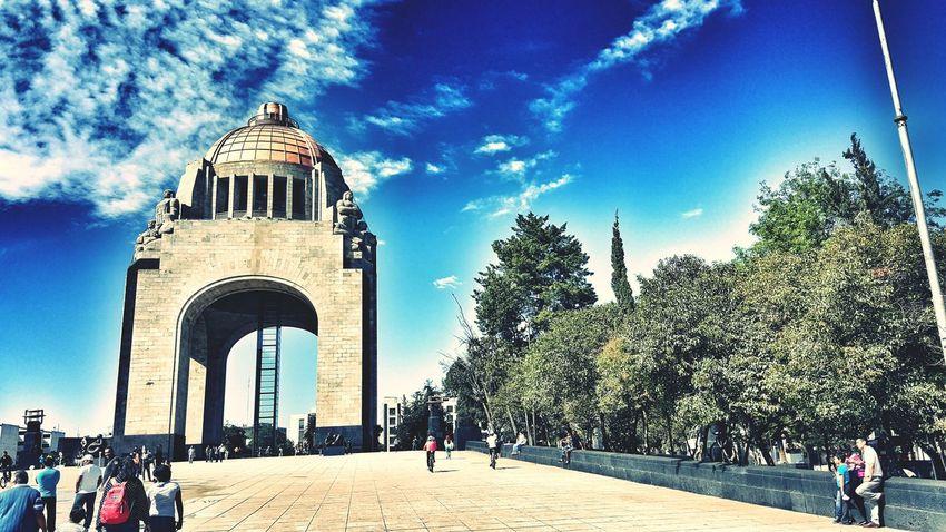 Plaza de la República en paseo dominical. Monumentos  Monumento De Revolución Ciudad De México