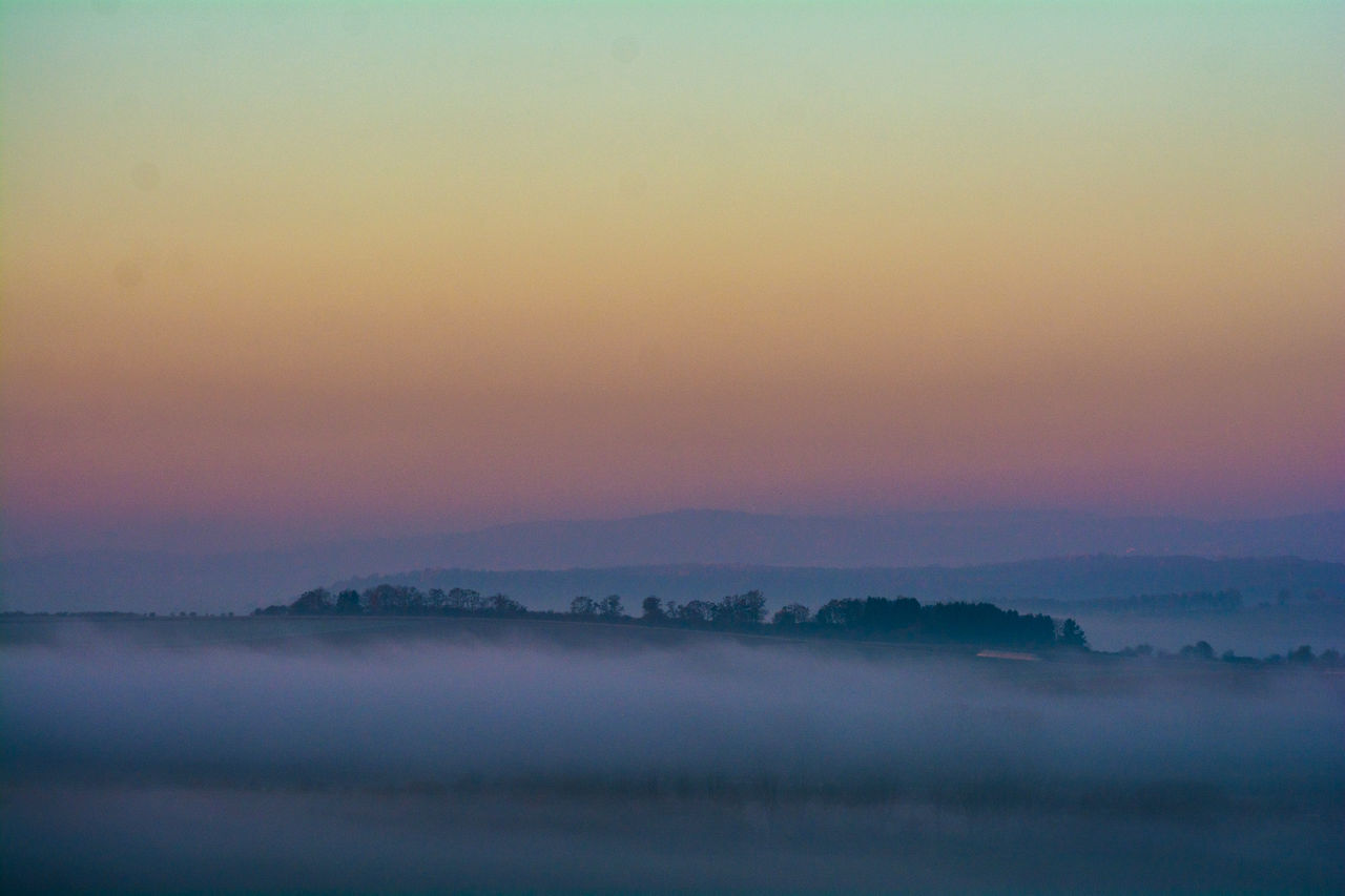 tranquility, tranquil scene, nature, beauty in nature, sunset, scenics, idyllic, outdoors, no people, sky, remote, hazy, landscape, silhouette, fog, day