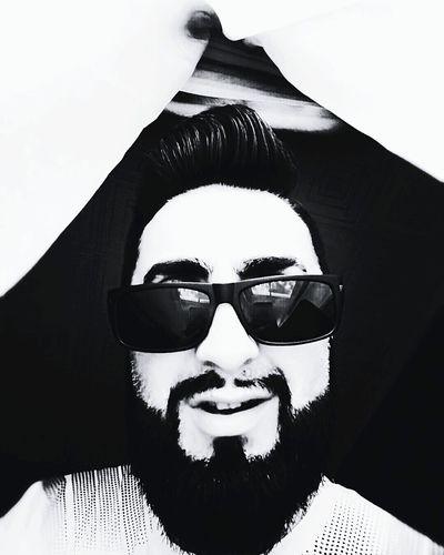 Without cause... Serge Diploidrec That's Me Taking Photos Enjoying Life Beardedman Beardedmen Eyeemphotography Enjoying Life Smile ✌ Black & White Relaxing Summertime Taking Photos Monochrome Photography