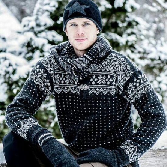 Idag gäller det sig att klä sig Varmt  . Lusekofta M össa Kyla snö karl kille fåglum norge fjällräven d800 nikon modell model modellfotograf snow cold HAVS erik bengtsson