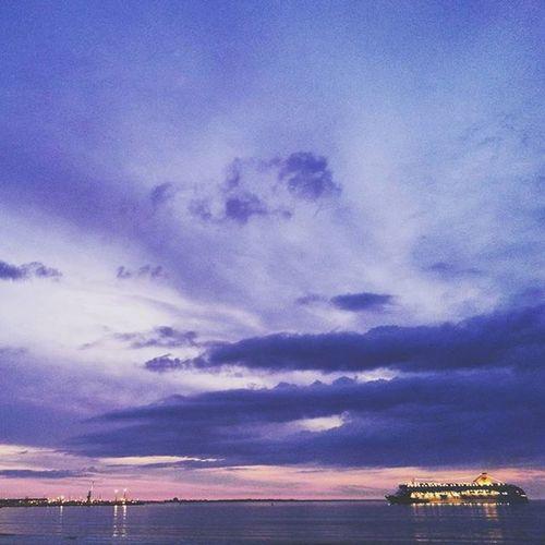 Спокойной ночи! Good night! 🛳🌆🌙 Goodnight Lifeingdb улыбкажизнь G2youth Cloudy Sunset Gorgeous View Vscocam Vscocamphoto Sea Shore Beach Cityscape Silhouette Instamood
