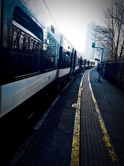 Train on the plat form ;) Check This Out Hanging Out Hello World Taking Photos Enjoying Life Relaxing EyemFiveSenses EyeEmFiveSenses Nice Day Train Train Station Lewisham London LONDON❤ Nice Views Cold Winter ❄⛄