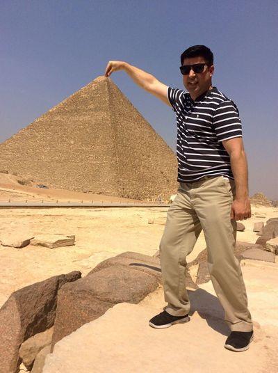 Enjoying Life Check This Out That's Me Travel Fun Traveling Vacation Vacation Photos   Travel Photography Adventure Giza Pyramids At Giza Pyramids Egypt Funny Funny Pics Funny Pictures Funny Picture Pyramid