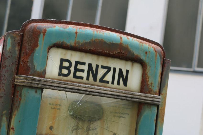 Alte Zapfsäule Benzin Berlin Deutschland Gas Station Germany Kreuzberg Super Urban Zapfsäule Canon Canonphotography