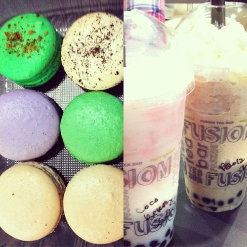 Comfort foods on a thursday afternoon Prettypattiesakamacaroons Boba Cocoberry Whitemochafrappe @fusionteabar