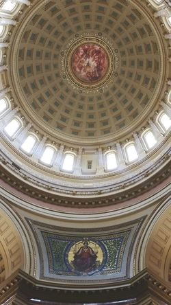 Dramatic Angles Perspective EyeEm Best Shots Low Angle View Architecture Built Structure Architectural Feature Ceiling Indoors  Arch Majestic No People Creativity Cupola History Madison Wisconsin Wisconsin Capital Madison Capital Building