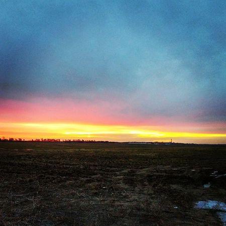 Sunrisestalker Sunset #sun #clouds #skylovers #sky #nature #beautifulinnature #naturalbeauty #photography #landscape Godsbeauty Nature Sunrise Ilovesunrisesandsunsets