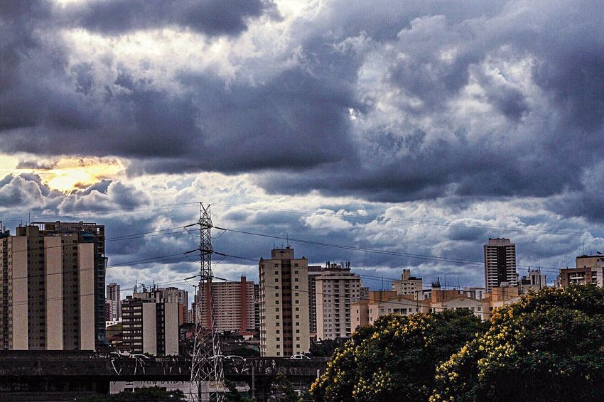 Dias atrás Clouds And Sky Sky_collection Photography Sky Saopaulo City Sunset_collection Sunsetlover Iphonephotography Flaviogomes Naturephotography Naturelovers Nature Photography Nature_collection Tree Beautiful Nature Brasil