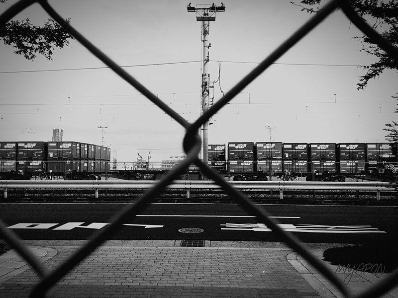 フェンス越しに撮影❗️ Oosaka  Holiday Cargo Monochrome Train Station
