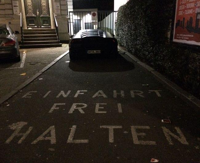 Lamborghini Sternschanze Stupidparking Parking Lot