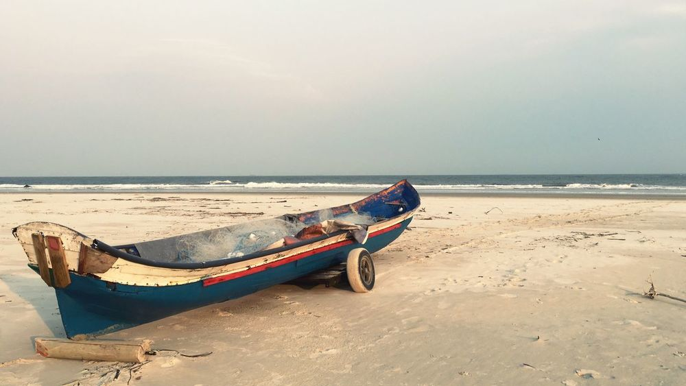 Beach Boat Small Boat Ilha Do Mel - Paraná / Brasil Fishing Boat Old Boat