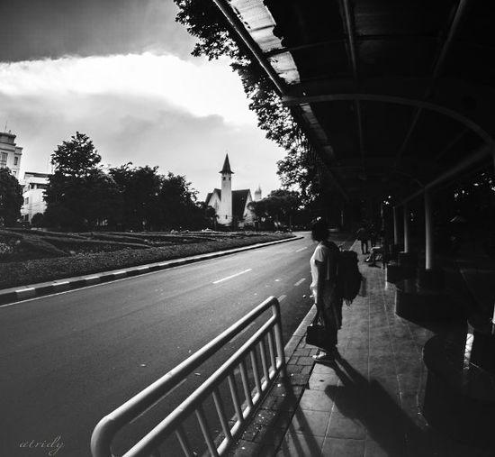 Waiting.... Taken by @agung_ady Kamera @nikond5100 Lensa @samyang8mm Locate @tamansuropati Humaninterest Fotografia Fotograferamatiran Nikontop NikonD5100 LensaFotografer Telkomselmerahputih Instanusantara Tamansuropati Jakarta Potoaingkumahaaing