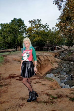 Full Length Happiness Tranquility California One Woman Only Young Women Only Women Outdoors Female Model Scenics Kit Carson Park Escondido Tiina Beautiful Woman Escondido, Ca Beauty In Nature Xmas Christmas Tranquil Scene Finding New Frontiers