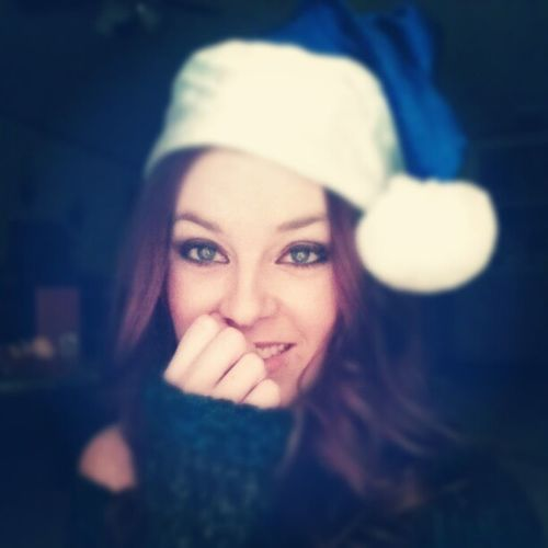Day 19: Santa Hat // Have a wonderful Christmas you guys! Santiscoming Santaisawoman MerryChristmas