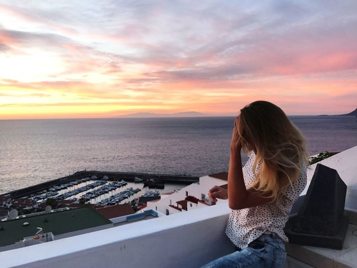 Sky One Person Sea Water Land Beach Hair Women Nature Cloud - Sky Sunset Beauty In Nature Long Hair Adult Hairstyle Leisure Activity Horizon Over Water Three Quarter Length Rear View Outdoors