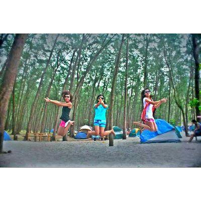 Beng beng !!! Anawangin Anawanginwildlife Camping Camp woods philippines jumpshot bangbang adventure travel friends tent sand green trip memories